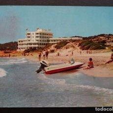 Postales: MENORCA, SANTO TOMAS , PLAYA Y HOTEL, POSTAL CIRCULADA DEL AÑO 1967. Lote 195139562