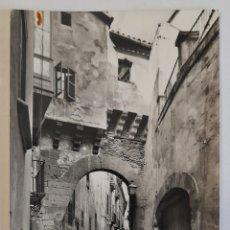 Postales: 2022 MALLORCA- PALMA. ARCO ÁRABE EN LA CALLE DE LA ALMUDAINA. FOTO CASA PLANAS. PALMA. 1958. Lote 254436815