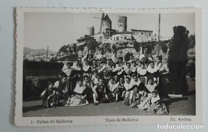 ANTIGUA POSTAL DE PALMA DE MALLORCA - TIPOS DE MALLORCA - ED. ARRIBAS - AÑOS 50 - CIRCULADA - EN PER (Postales - España - Baleares Antigua (hasta 1939))