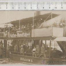 Postales: TARJETA POSTAL FOTO REAL DE BARCO BRAHMS GROSSE HAFEN-RUNDFAHRT HAMBURGO ALEMANIA PASAJEROS. Lote 27959025