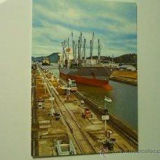 Postales: POSTAL BARCO CRUZANDO EL CANAL DE PANAMA. Lote 33035722