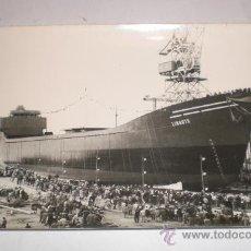 Postales: ANTIGUA FOTOGRAFÍA. BOTADURA DE LINGOTE - BULK CARRIER (TRANSPORTE DE CARGAS A GRANEL). Lote 34082350