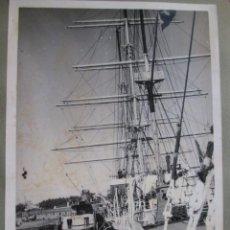 Postales: FOTOGRAFIA BUQUES ESCUELA GALATEA Y JUAN SEBASTIAN ELCANO - APROX 1945/50 EN ARSENAL FERROL + INFO. Lote 48935326