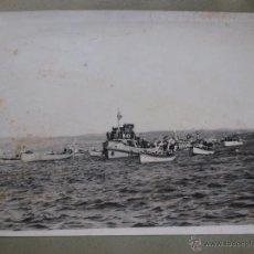 Postales: FOTOGRAFIA PROCESION MARITIMA VIRGEN DEL CARMEN - APROX 1945/50 ENRIA DE FERROL + INFO . Lote 48935393