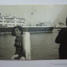 Postales: FOTOGRAFIA 11X7 - PUERTO - AL FONDO BARCO COMPAÑIA TRASATLANTICA. Lote 54807090