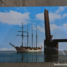Postales: POSTAL, EL JUAN SEBASTIAN ELCANO CRUZANDO EL PUENTE SOBRE LA BAHIA, CADIZ. Lote 120421899