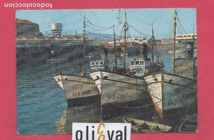 BARCO BARCAS EN EL PUERTO DE PESCADORES DE VOGO PONTEVEDRA ESPAÑA . DATADA 1967 (Postales - Postales Temáticas - Barcos)