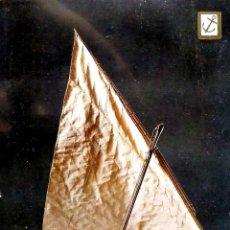 Postales: HISTORIA DEL MAR. 5 MODELO DE LAÚD DE PESCA DEL LITORAL CATALÁN. ESCUDO DE ORO. NUEVA. COLOR. Lote 195064567