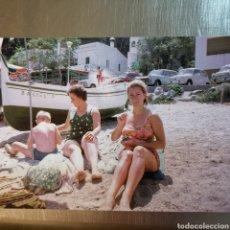 Postales: FOTOGRAFÍA REIMPRESA DE 1964 DE BARCA DE PESCA EN LA COSTA BRAVA. LLAGUT. Lote 264336952