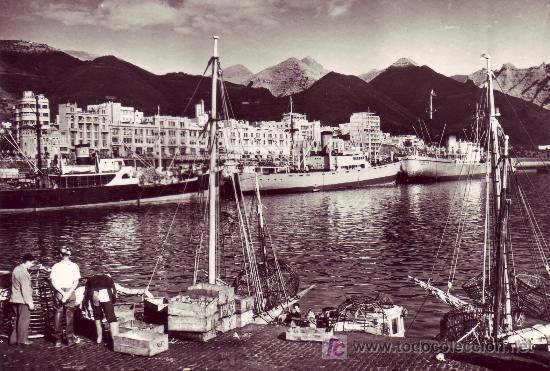 POSTAL FOTOGRAFICA DE SANTA CRUZ DE TENERIFE-PUERTO,MUELLE DE PESCADORES. (Postales - España - Canarias Moderna (desde 1940))