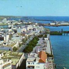 Postales: LANZAROTE PANORÁMICA DE ARRECIFE CAPITAL DE LA ISLA EVERGRAFICAS S.A. 1977 CIRCULADA SELLO. Lote 31842925