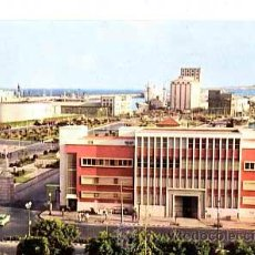 Postales: LAS PALMAS DE GRAN CANARIA ENTRADA Y JARDINES MUELLES DEL PUERTO LA LUZ. F. VALMAN, CIRCULADA. Lote 44885592