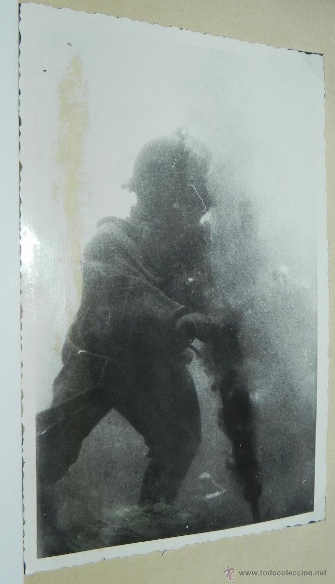 FOTOGRAFIA DE BUZO CON MARTILLO PERFORADOR, TRABAJANDO EN LA CONSTRUCCION DE LOS DUQUES DE ALBA DE L (Postales - España - Canarias Antigua (hasta 1939))