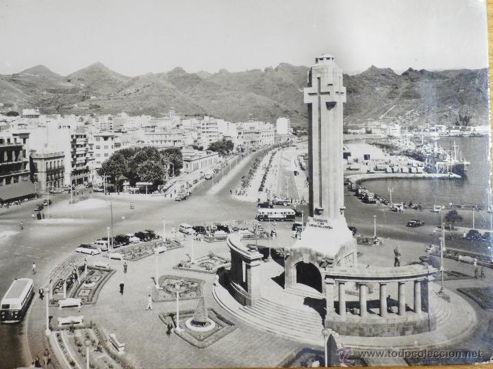 TARJETA POSTAL. SANTA CRUZ DE TENERIFE. PLAZA DE ESPAÑA. AVENIDA ANAGA. AÑOS 50 (Postales - España - Canarias Moderna (desde 1940))