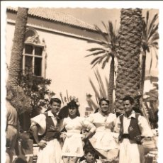 Postales: MUY BUSCADA POSTAL LAS PALMAS GRAN CANARIA TRAJES TÍPICOS. AÑOS 50. Lote 52820503