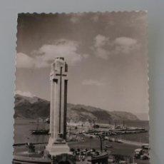 Postales: ANTIGUA POSTAL SANTA CRUZ DE TENERIFE MONUMENTO A LOS CAIDOS MUELLE SUR – AÑOS 60 - CIRCULADA. Lote 82750924