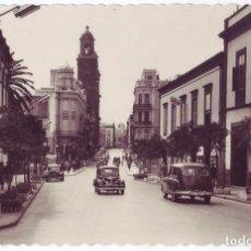 Postales: LAS PALMAS DE GRAN CANARIA: CALLE OBISPO CODINA. EDICIONES ARRIBAS. NO CIRCULADA (AÑOS 50). Lote 83036896