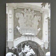 Postales: POSTAL LAS PALMAS DE GRAN CANARIA. ENTRADA PRINCIPAL AL PUEBLO CANARIO.. Lote 101994739