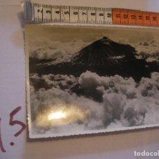 Postales: ANTIGUA FOTO ORIGINAL TEIDE DESDE EL AIRE AÑOS 40 - FOTO A.BENITEZ - ENVIO INCLUIDO A ESPAÑA. Lote 107731735