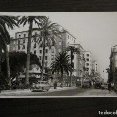 Postales: LAS PALMAS DE GRAN CANARIA-CALLE MAYOR DE TRIANA-COCHE-218 ED·LUJO-POSTAL ANTIGUA-(57.005). Lote 151017674