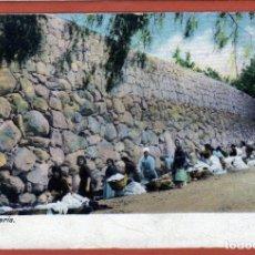 Postales: MUY BONITA POSTAL DE GRAN CANARIA DONDE SE PUEDE VER UN ARROYO CON MUCHAS LAVANDERAS MUY CURIOSA. Lote 152664946