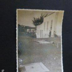 Postales: VILLA DE VALVERDE EL HIERRO CONSTRUCCION DE UN ALJIBE FOTOGRAFIA TAMAÑO POSTAL 1943. Lote 165771834