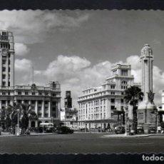 Postales: POSTAL FOTOGRAFICA DE STA.CRUZ DE TENERIFE PZA. ESPAÑA AÑOS 50 CURIOSO MATASELLOS AEREO. Lote 172113259