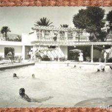 Postales: LAS PALMAS DE GRAN CANARIA - PISCINA DEL HOTEL SANTA CATALINA. Lote 177872625