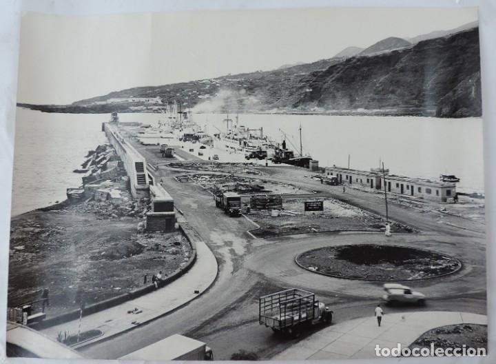 FOTOGRAFIA GIGANTE AEREA DE UN PUERTO DE LAS ISLAS CANARIAS A IDENTIFICAR, MIDE 39,5 X 29,5 CMS. FOT (Postales - España - Canarias Antigua (hasta 1939))