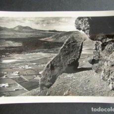 Cartoline: POSTAL ARRECIFE DE LANZAROTE. CORRIENTE DE LAVA CERCA DE TAHICHE. ED. L. MONTAÑES.. Lote 186418232