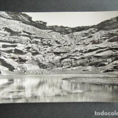 Postales: POSTAL LANZAROTE. LAGUNA SOBRE EL CRÁTER DE UN VOLCÁN, EN EL GOLFO. FOTO GABRIEL FERNANDEZ. . Lote 186418938