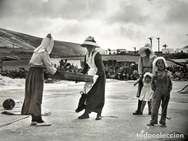 Postales: POSTAL LANZAROTE. LABOR CAMPESINA. FOTO GABRIEL FERNANDEZ. - Foto 2 - 186419015