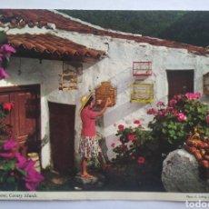 Postales: POSTAL CANARIAS ISLAS ESCENA TÍPICA MUJER CANARIA ALTERNA CON EL QUEHACER DOMÉSTICO JOHN HINDE. Lote 192701313