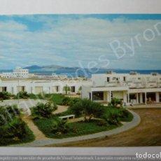 Postales: FUERTEVENTURA. CORRALEJO CON LA ISLA DE LANZAROTE AL FONDO. Lote 195331861