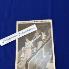 Postales: FOTO IBERIA - AEROPUERTO DE LAS PALMAS -GRAN CANARIA (JULIO 1975). Lote 196196716