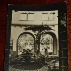 Postales: FOTO POSTAL DE TENERIFE. GRAN HOTEL MENCEY. DETALLE DE UN PATIO Y JARDIN, ED.HUSA. NO CIRCULADA.. Lote 218971475