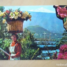 Postales: PUERTO DE LA CRUZ (TENERIFE) - VENDEDORA DE FLORES, AL FONDO EL TEIDE (ESCRITA Y CIRCULADA). Lote 222886188