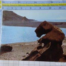 Postales: POSTAL DE LANZAROTE. AÑO 1963. MONOLITO VOLCÁNICO EN EL GOLFO. 261 RO FOTO. 3386. Lote 243683730