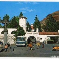 Postales: EM0625 GRAN CANARIA TEJEDA FACHADA DEL PARADOR 1972 GLOBAL TRADES Nº1077 BUSES VESPAS BURROS. Lote 256013805