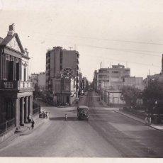Cartes Postales: LAS PALMAS DE GRAN CANARIA, CALLE LEON Y CASTILLA. ED. ARRIBAS Nº 144. ESCRITA. Lote 258037750