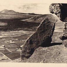 Cartes Postales: ARRECIFE DE LANZAROTE CORRIENTE DE LAVA CERCA DE TAHICHE. ED. LUJO Nº B 8. CIRCULADA. Lote 258178365