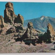 Postales: POSTAL TENERIFE EL TEIDE Y ROQUES. 1965.. Lote 265539064