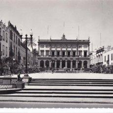 Postales: LAS PALMAS DE GRAN CANARIA, PLAZA SANTA ANA AYUNTAMIENTO. ED. LUJO Nº 37. CIRCULADA. Lote 286875063