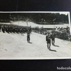 Postales: TENERIFE GARRIGÓ FOTOGRAFO ACTO MILITAR FOTOGRAFIA TAMAÑO POSTAL AÑOS 40. Lote 287368143