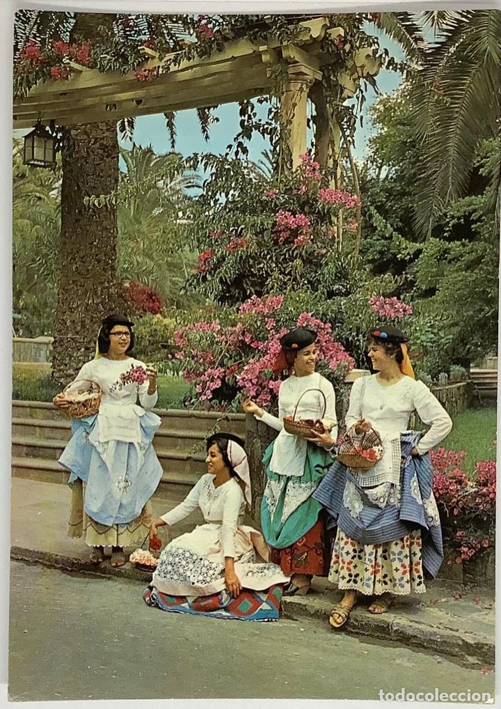 GRAN CANARIA, HOTEL SANTA CATALINA, TRAJES TÍPICOS. ARTHUR DIXON. SELLO CASA COLÓN 1973. (Postales - España - Canarias Moderna (desde 1940))