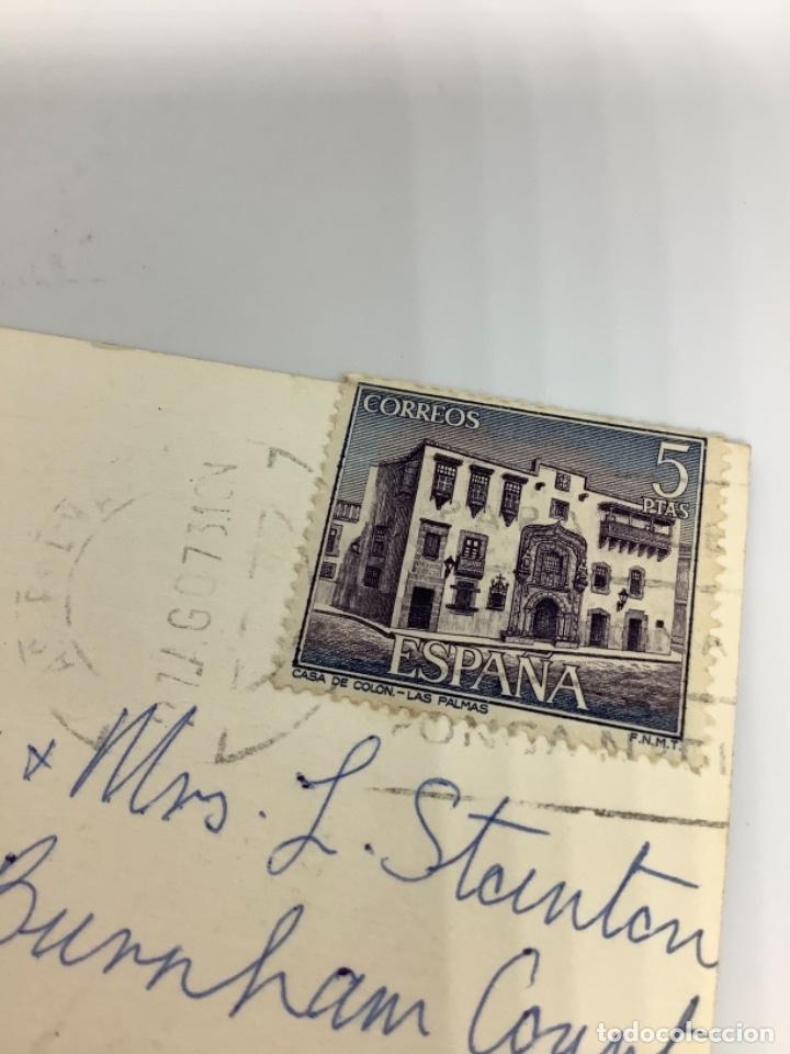 Postales: GRAN CANARIA, Hotel Santa Catalina, Trajes típicos. Arthur Dixon. Sello Casa Colón 1973. - Foto 2 - 287793038