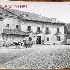 Postales: ANTIGUA FOTO POSTAL DE SANTILLANA DEL MAR (CANTABRIA) - ARRIBAS - SIN CIRCULAR. Lote 2421782