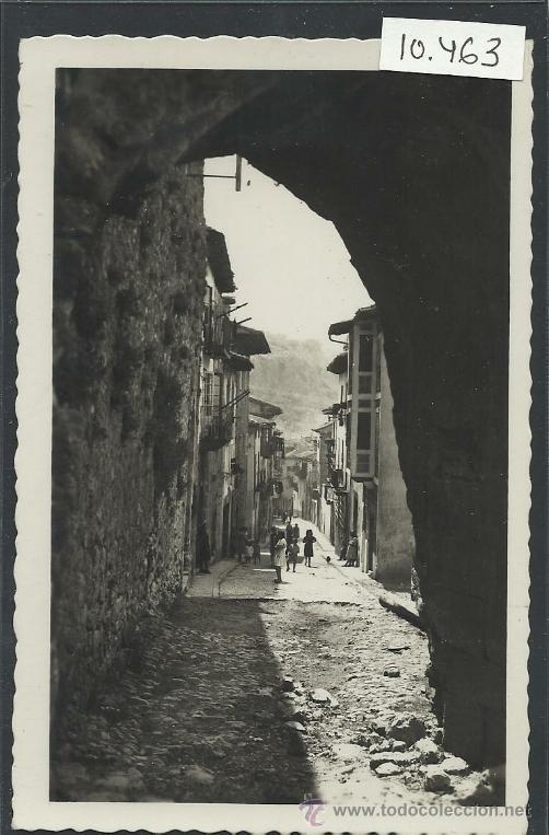 LAREDO - 25 - CALLE TIPICA - ARRIBAS - (10.463) (Postales - España - Cantabria Antigua (hasta 1.939))