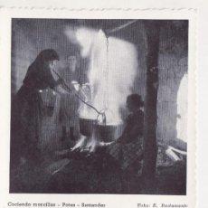 Postales: CANTABRIA - POTES - SANTANDER - COCIENDO MORCILLAS - FOTO E. BUSTAMANTE . Lote 35763739