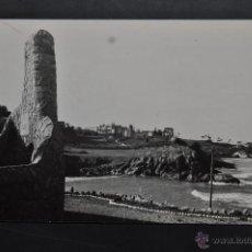 Postales: FOTO POSTAL DE COMILLAS. CANTABRIA. VISTA GENERAL DE LA PLAYA. ESCRITA. Lote 43323089